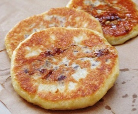 Hotteok - Sweet Syrup Filled Pancakes - 호떡